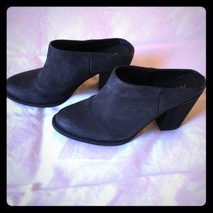 Cute black leather Aldo mules